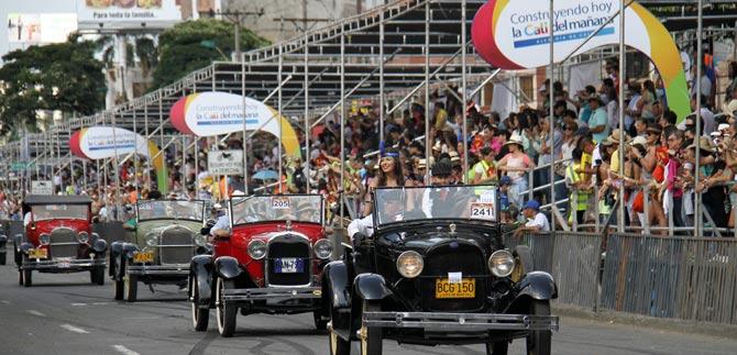 Resultado de imagen para Desfile de Carros antiguos